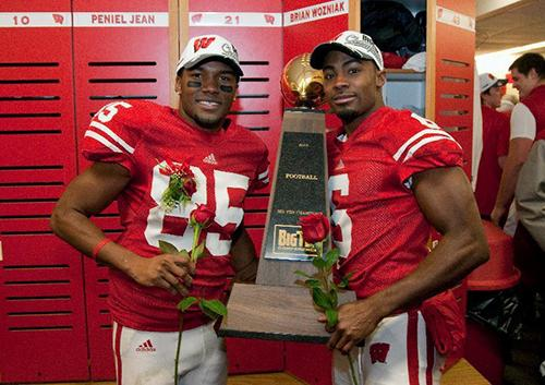 Anderson, '06, and a teammate at Wisconsin after winning a Big Ten championship.