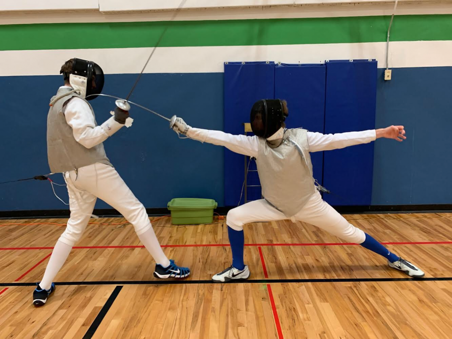 Fencers+Ryan+Thrasher+%2723+%28left%29+and+Theo+Fechtmeyer+%2723+%28right%29+are+in+the+middle+of+a+match+at+practice.